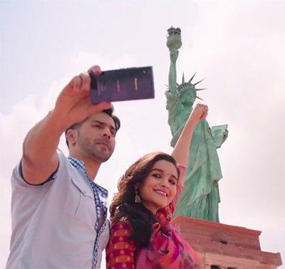 alia bhatt varun dhawan statue of liberty pose
