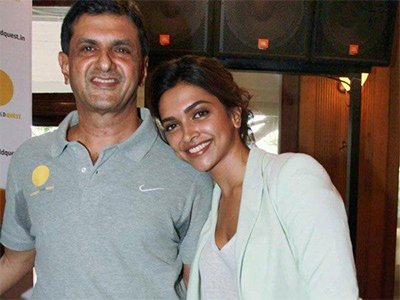 Prakash_Padukone_and_her_Deepika_Padukone_very_happy_with_new_home.jpg