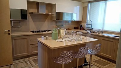 Deepika_Padukone_very_happy_with_new_home_and_her_Kitchen.jpg