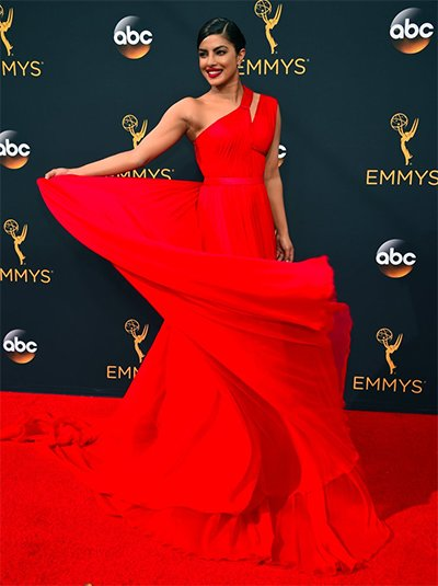 Priyanka_chopra_ in_red_at_this_year's_emmys_looking_Beautiful_in_red.jpg