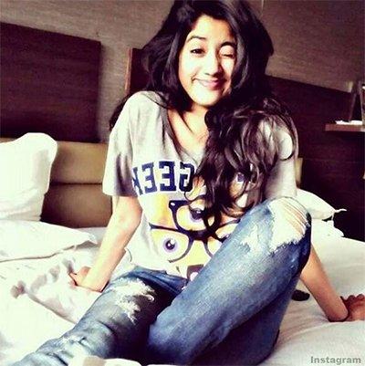 jhanvi_kapoor_early_morning_clicks_and_looks_beautiful.jpg