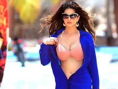 Hot_Sunny_Leone_in_pink_bikini.jpg