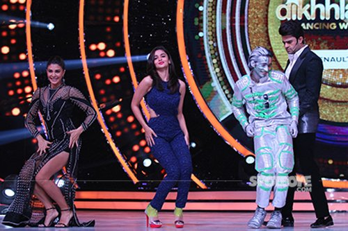 Jacqueline_alia_shantanu_manish_dancing_on_the_sets_of_Jhalak_Dikhhlaa_Jaa 9.jpg
