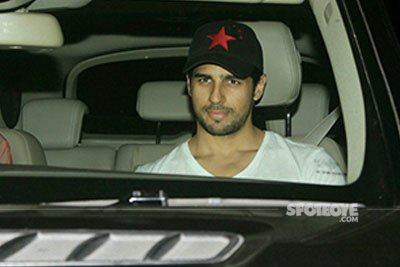 Sidharth Malhotra at Dear Zindagi Special Screening