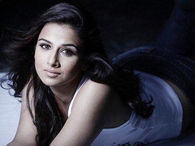 Vidya Balan posing for the shutterbugs