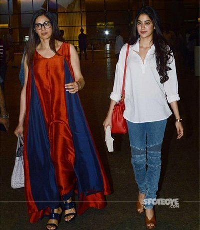 jhanvi and her mom sridevi spotted at airport