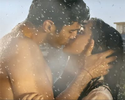 shraddha kapoor and aditya roy kapur making out in the rain ok jannu