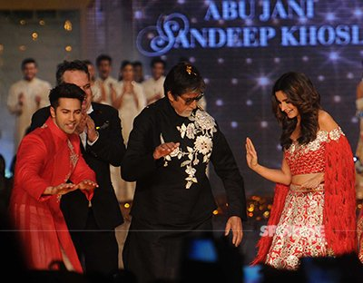 varun alia and big b dancing on tamma tamma at abu naji sandeep khosla fashion show cpaa