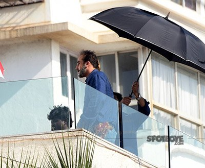 ranbir kapoor looking like sanjay dutt
