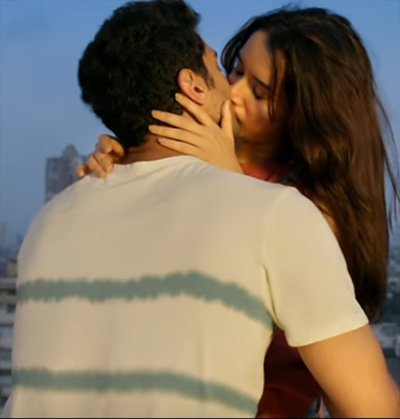 shraddha kapoor and aditya roy kapur making out on the terrace ok jannu
