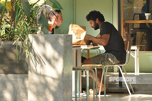 Aditya_roy_kapoor_spotted_with_a_friend_having_lunch.jpg