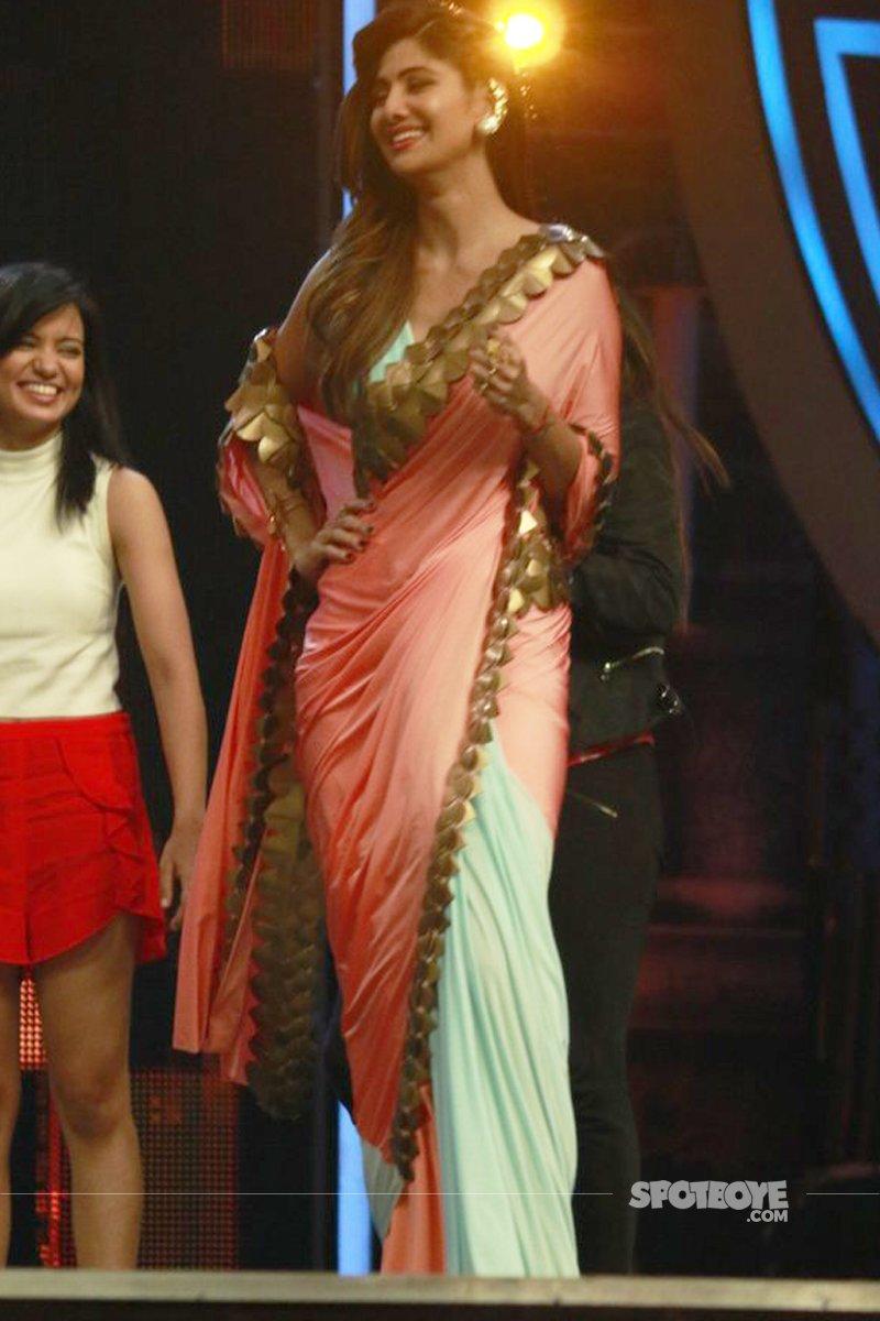 Shilpa_shetty_kundra_on_super_dancer_show_set.jpg