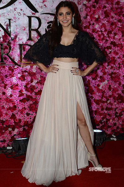 Anushka_Sharma_at_the_Lux_Golden_Rose_Awards_2016.jpg