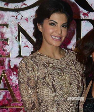 jacqueline_Fernandez _ Lux_Golden_Rose_Awards_red_carpet.jpg