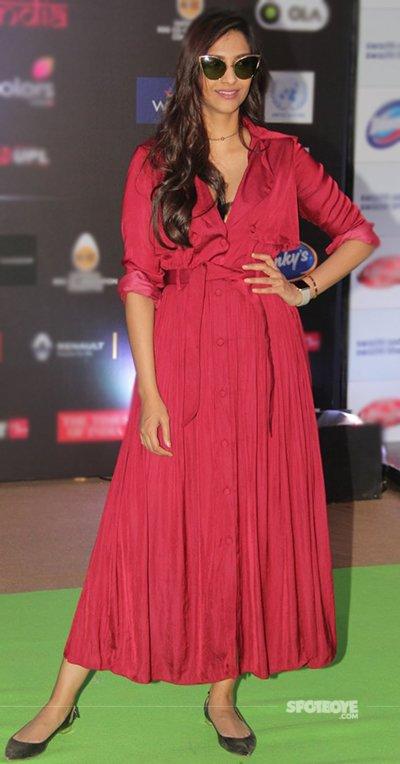 Sonam_Kapoor_At_The_Global_India_Fest_2016.jpg