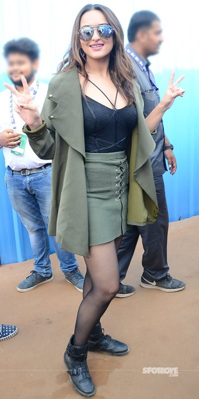 sonakshi_sinha_looking_ravishing_in_her_outfit.jpg