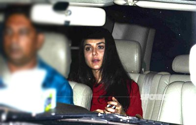 No_make_up_looking_very_pleasing_priety_zinta_spotted_with_no_makeup_.jpg