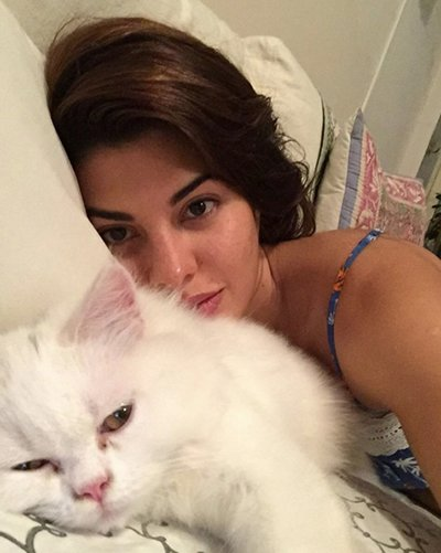 Jacqueline_Fernandez_looking_beautiful_with_out_make_up_recently_uploaded_in_her_instagram.jpg