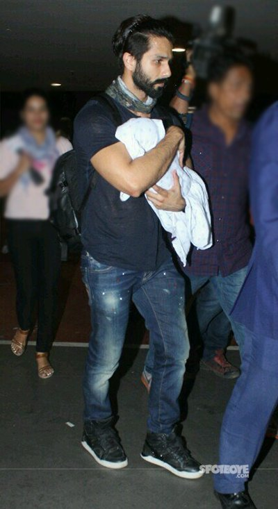 shahid_kapoor_with_her_son_spotted_at_airport_.jpg