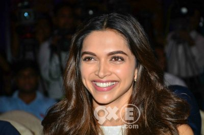 deepika all smiles at a event