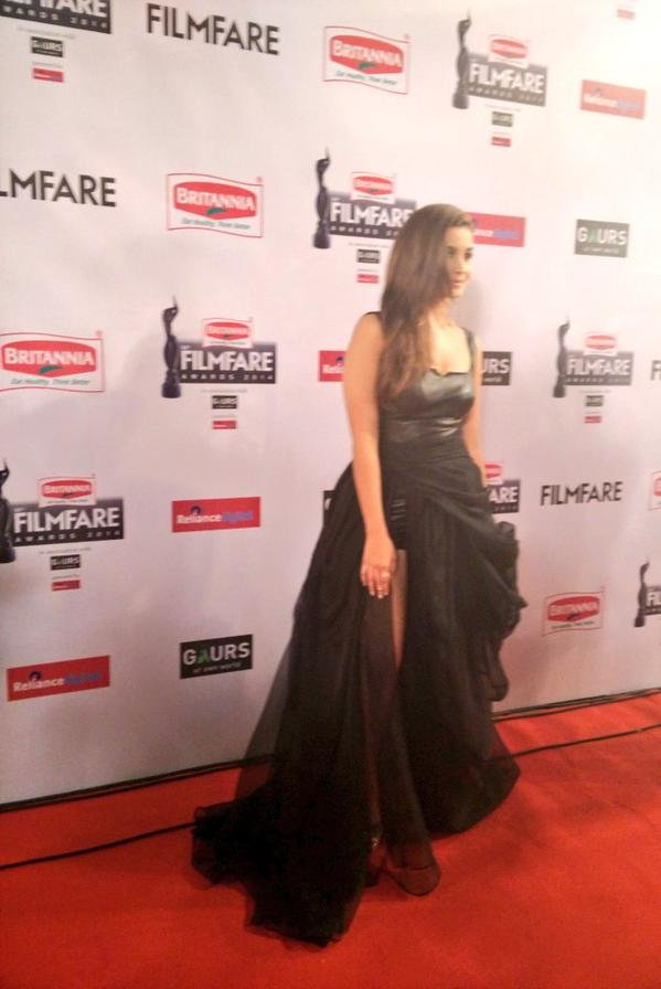 alia bhatt in black gown filmfare 2015