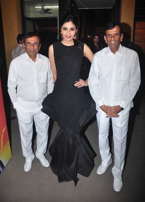 pooja chopra with abbas mustan at filmfare 2015