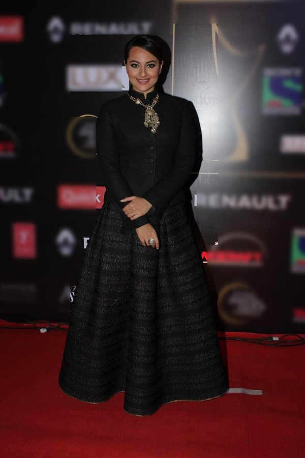 sonakshi sinha at an awards show