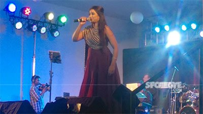 shreya ghoshal performing at a concert in thane mumbai