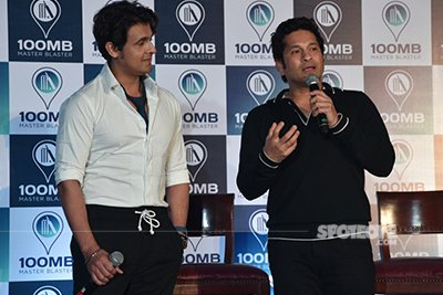sachin tendulkar and sonu nigam at the sachin tendulkar's app launch