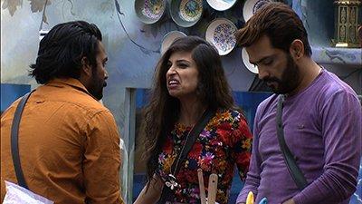 Priyanka_attempts_to_instigate_Manu_and_Manveer_against_Mona_Lisa