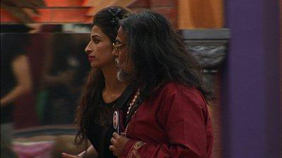 swami-om-and-priyanka-bigg-boss-10