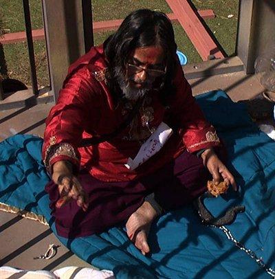 swami om hurt during the maalgaadi task bigg boss 10