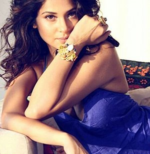 jennifer winget looking hot in blue