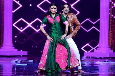 sanaya irani and mohit sehgal performance to the title track of badrinath ki dulhania during  the grand premiere of nach baliye 8