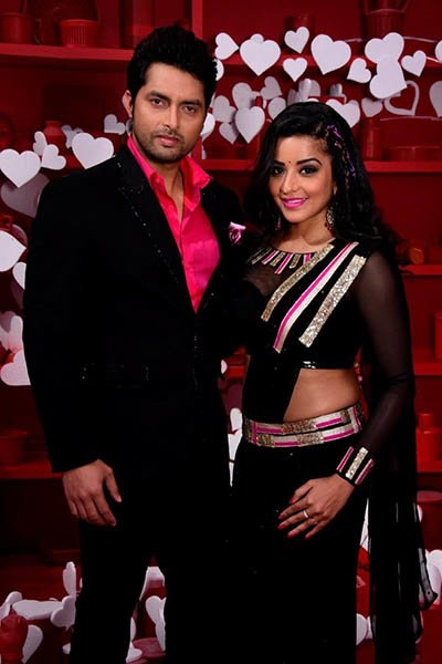 monalisa and vikrant post their performance to Laila Main Laila to at the grand premiere of nach baliye 8