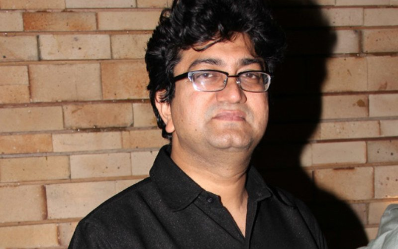Prasoon Joshi undergoes knee surgery