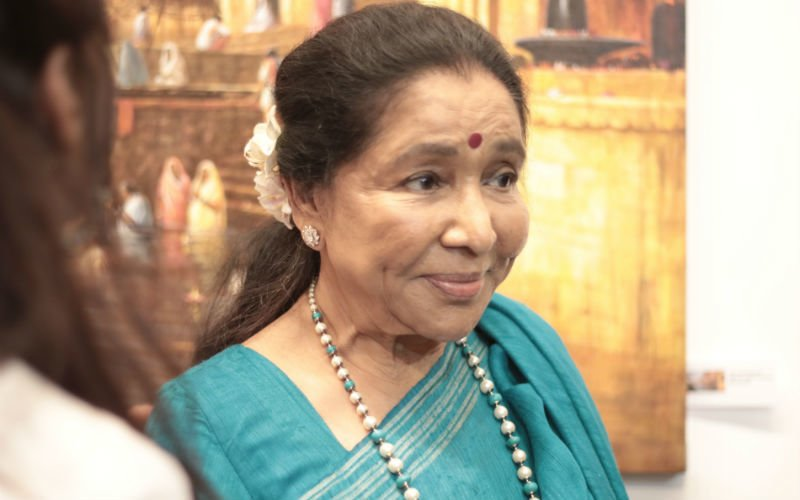 Asha Bhosle Opens Up About Her 'Rivalry' With Didi Lata Mangeshkar