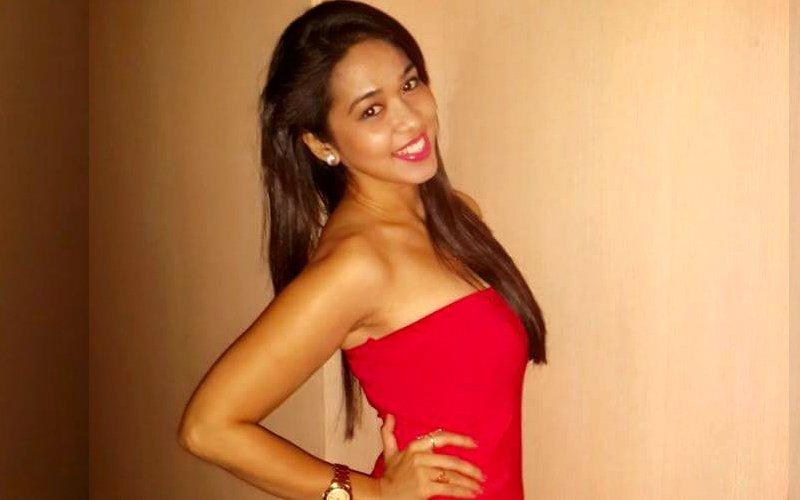 Television actress Firoza Khan is single again!