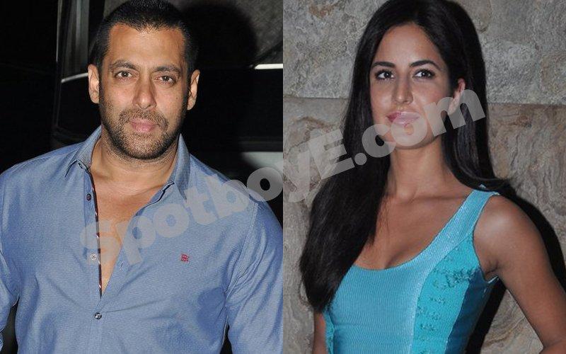 Salman, Katrina enter Baba Siddique's Iftaar party