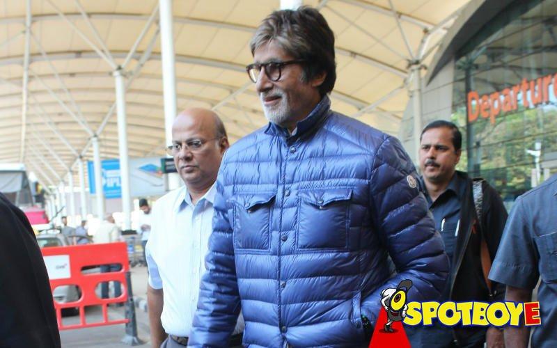 Amitabh Bachchan Takes A Break From Te3n Shoot