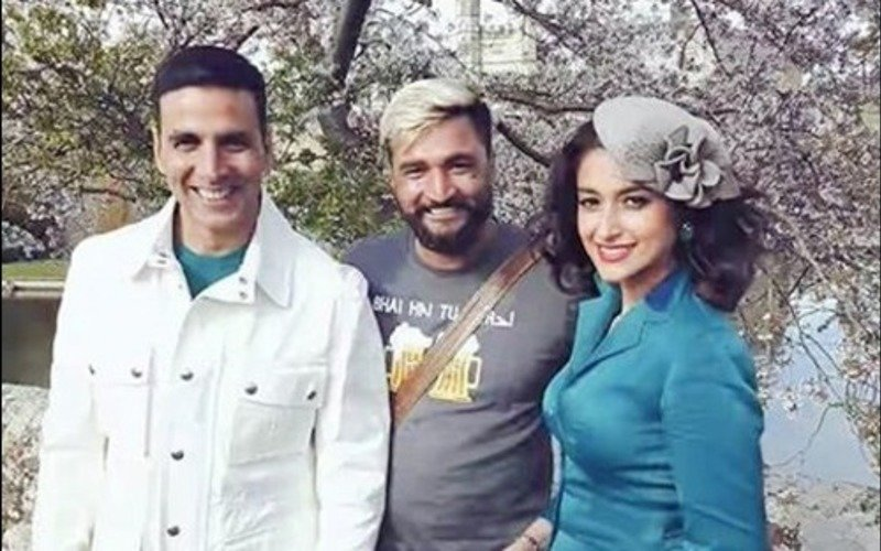 Akshay & Ileana kick start shooting for Rustom