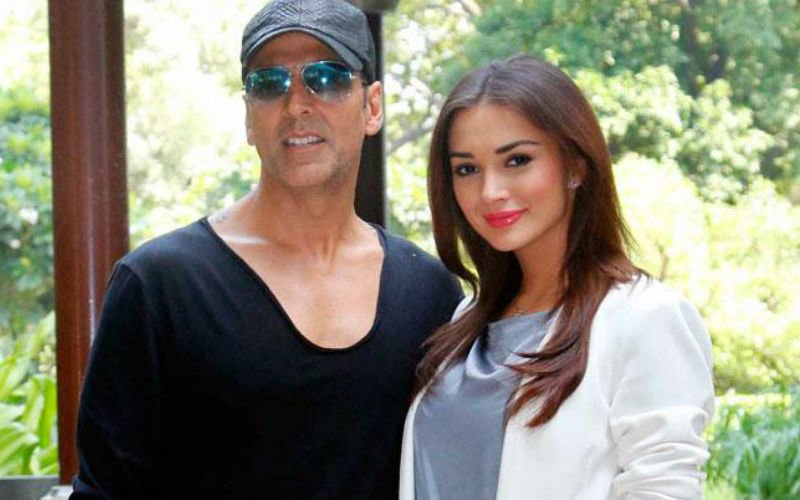 Did Amy refer Akshay for Robot 2?