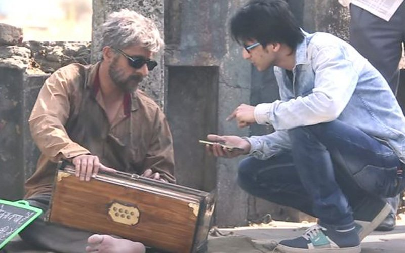 See what happened when Sonu Nigam disguised himself as a beggar and sang on the streets