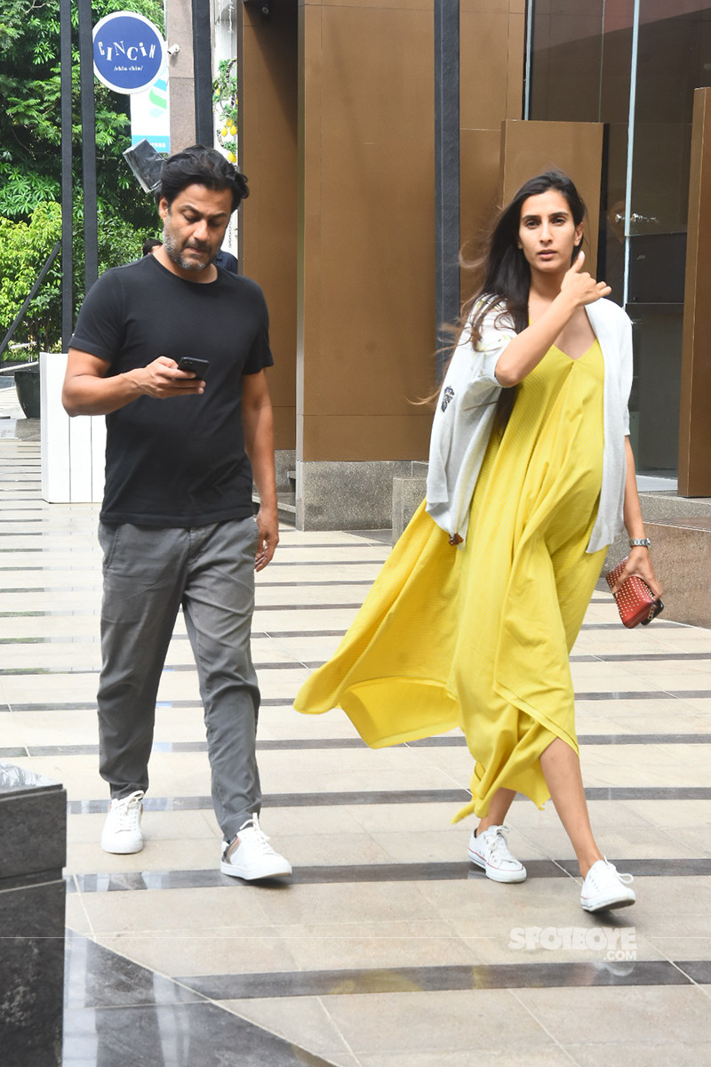 Abhishek Kapoor And His Lovely Wife Pragya Yadav Out For A Lunch Date