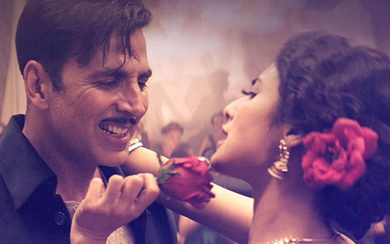 Gold Song Monobina: Drunken Akshay Kumar Woos Mouni Roy
