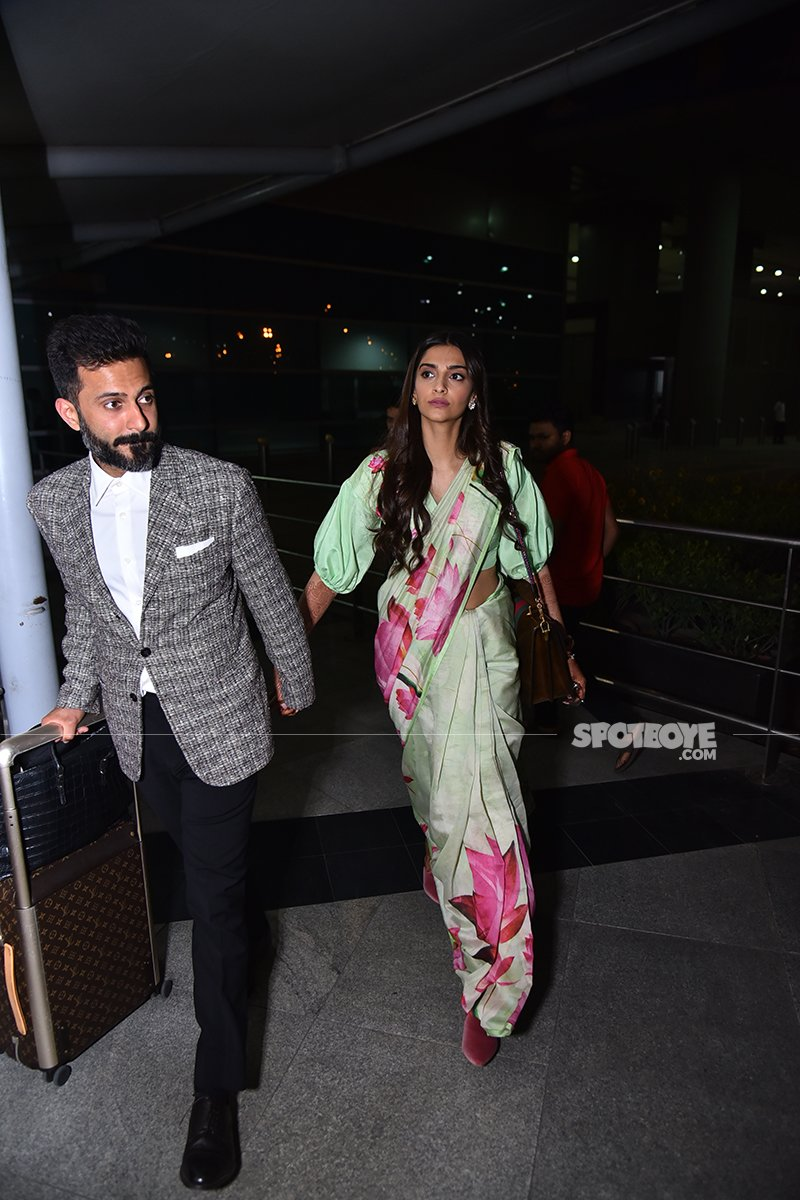 Anand Ahuja Walking Hand In Hand With Sonam Kapoor