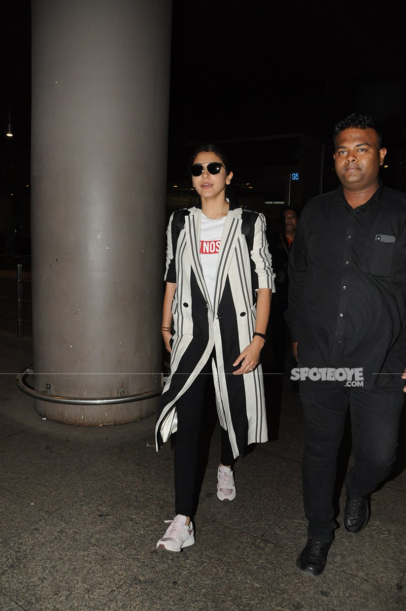 Anushka Sharma Walks Out From Airport