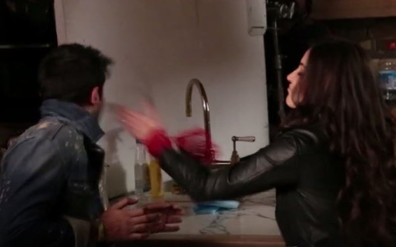 OMG! Anushka Sharma Slapped Ranbir Kapoor 3 Times!