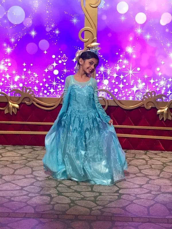 Juhi Parmar Samaira birthday Disneyland
