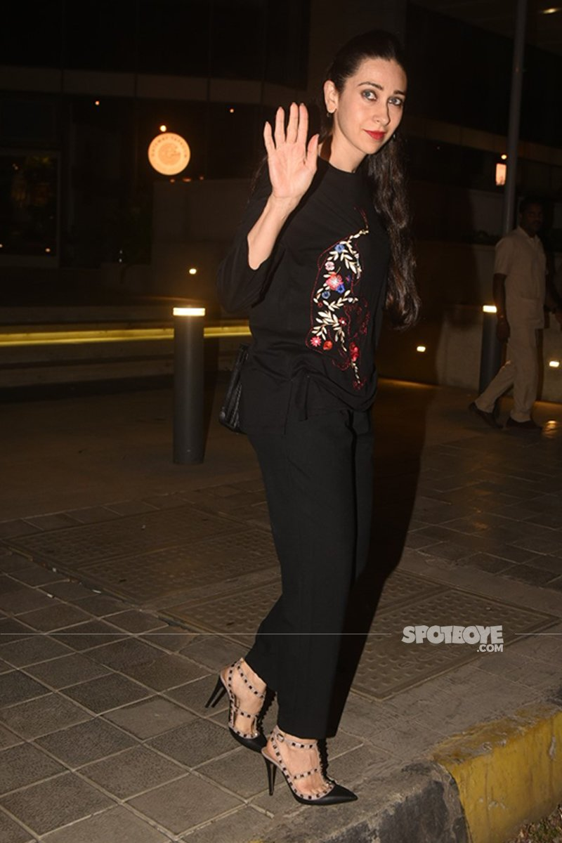 Karisma Kapoor Waves To The Cameras